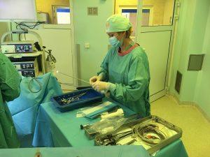 """Pierwsza na świecie operacja naprawy moczowodu olbrzymiego """"przez dziurkę od klucza"""""""